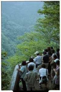 Crowds at Kirifuri Waterfall viewing platform (Leica M6, 50mm Summicron)