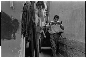 Human-pulled carts are still common in Tunxi (Leica M6 + 50mm f2 Summicron + Kodak Tri-X)