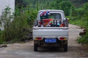 Shopping lorry (Nikon D2H + 105mm f2.5 AIS)