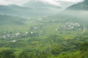 View from Jiangling (Nikon D2H + 40mm f2 ULTRON)