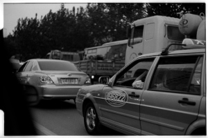 Shanghai traffic (Leica M3, 50mm f1.5 Summarit, Kodak 125PX)