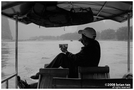 The boatman showing me the scenery depicted at the back of the 20 RMB note