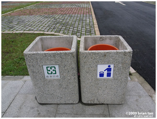 Am I the only one to see the sign asking us to just point at the bin?