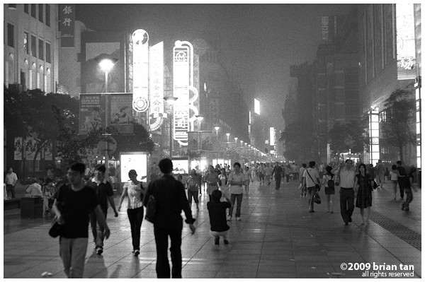 The standard shot of Nanjing Road, but this one close to 11pm. There are noticeably quite a number of people still wandering around, along with touts selling underwater goods.