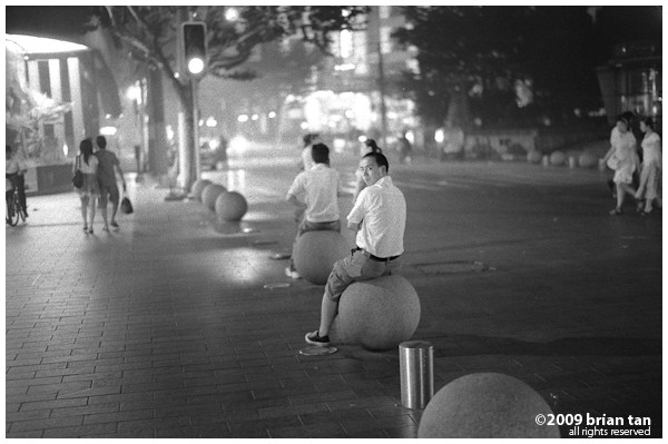 And just like everywhere else in Shanghai, all public places are places to lounge around. Even late at night on Nanjing Road, it is possible to see people just hanging about when all else have closed.