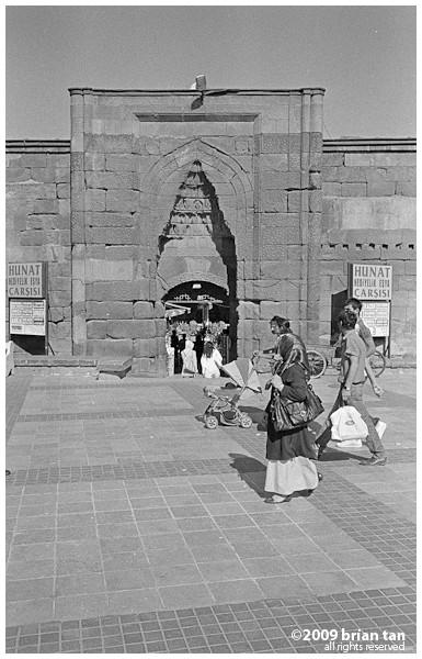 Hunat Mosque: Exterior