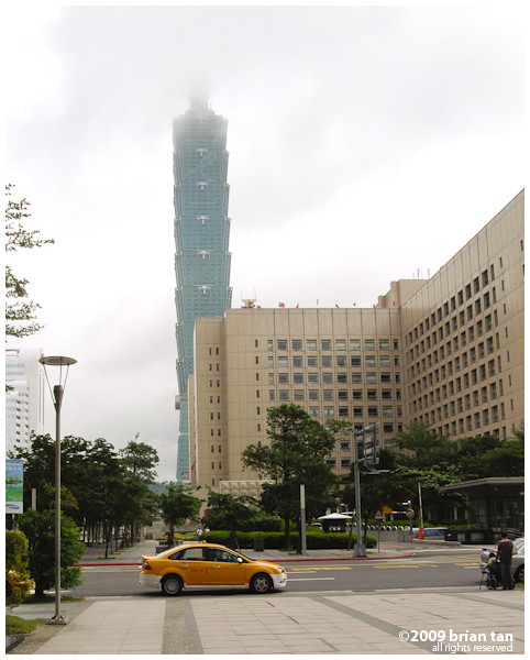 No pictorial of Taipei is complete without Taipei 101. So here is the formality, now on to the next...