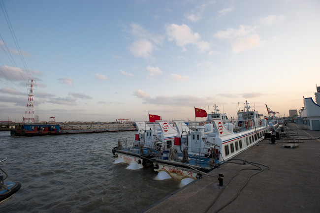 Fast ferry service between Wusong Port and Hengsha and other islands on the Yangzi River delta